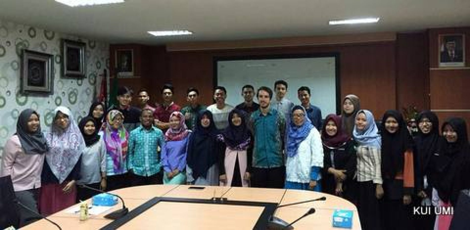 Two AIYEP Participants Share Experiences with UMI Students